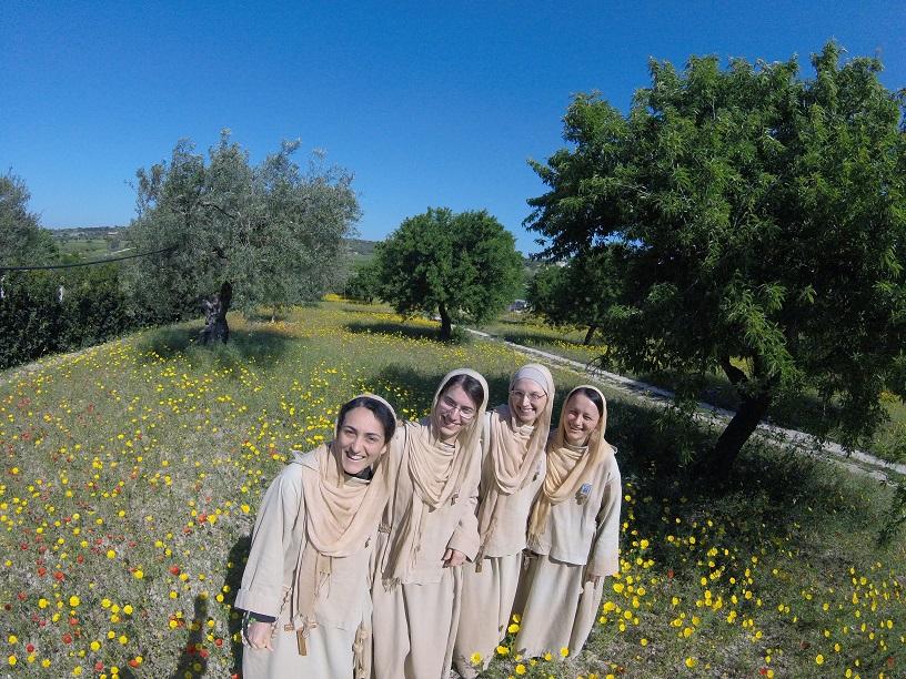 Nuns.JPG.66a25eb6d8bc3c1bf16e4dda974df7d2.JPG